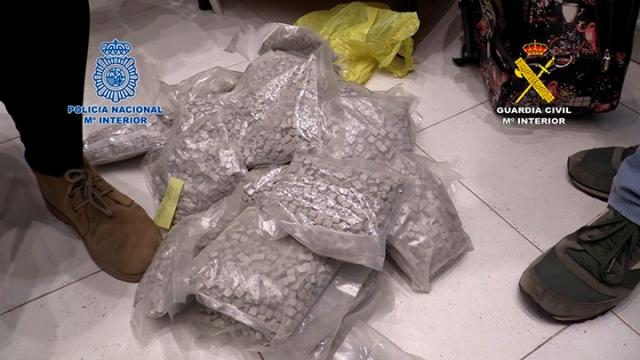 """Disponían en Barcelona de dos laboratorios de producción de anfetamina, MDMA, metanfetamina y la conocida como """"cocaína rosa"""" y un centro de almacenaje de la droga."""