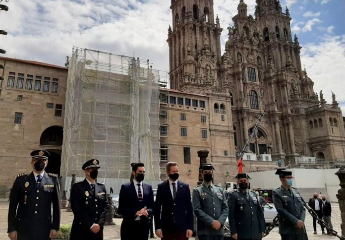 El Secretario de Estado de Seguridad, Rafael Pérez, ha presentado en Santiago de Compostela el plan diseñado para la seguridad de los peregrinos, de los visitantes y de los actos que tendrán lugar este año jubilar